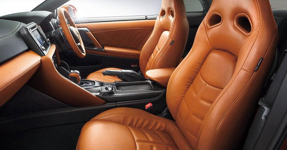 日産GT-Rのシートの写真